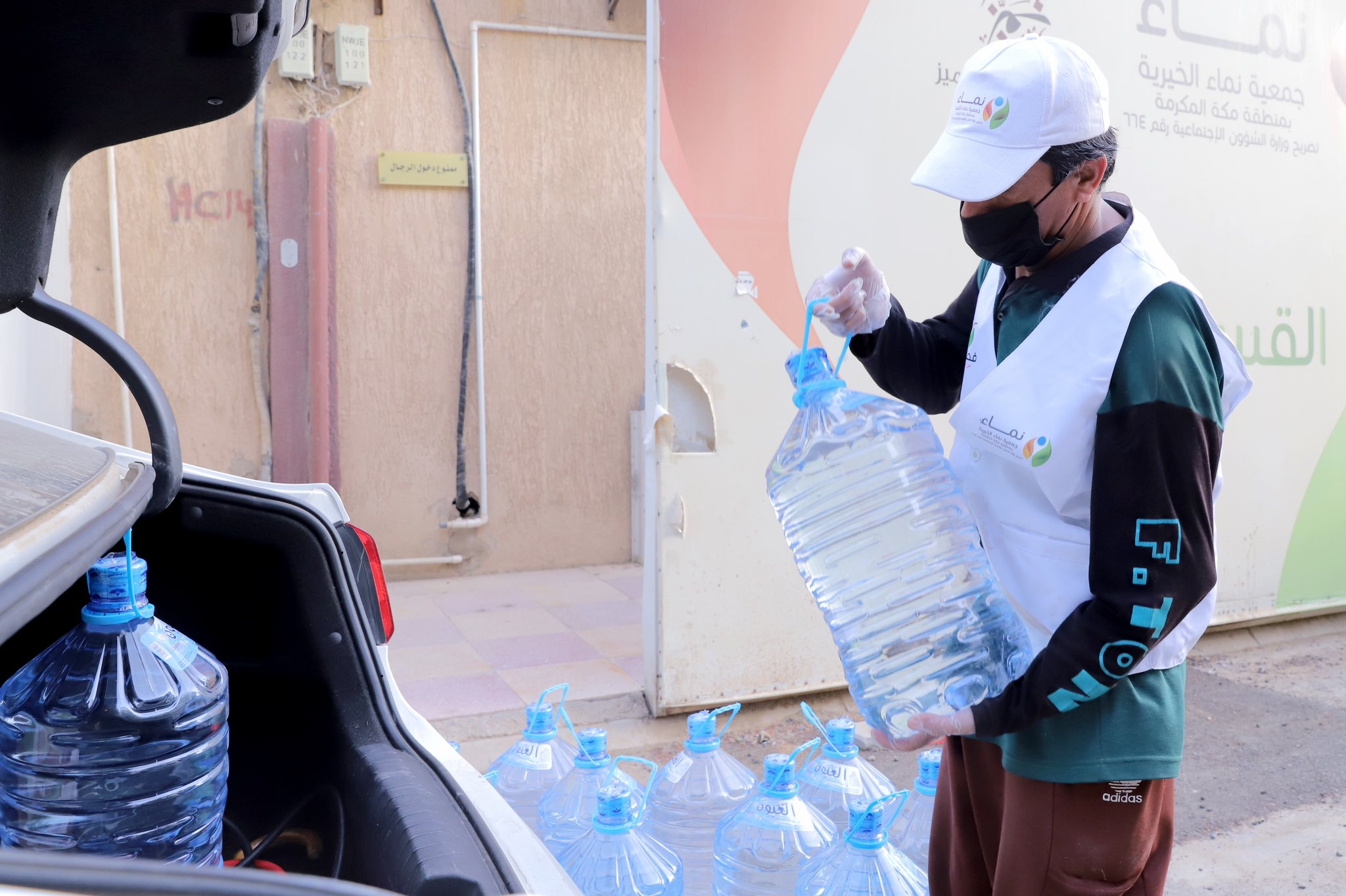 خلال جائحة كورنا .. جمعية نماء  تقدم سقيا الماء لـ 873 أسرة